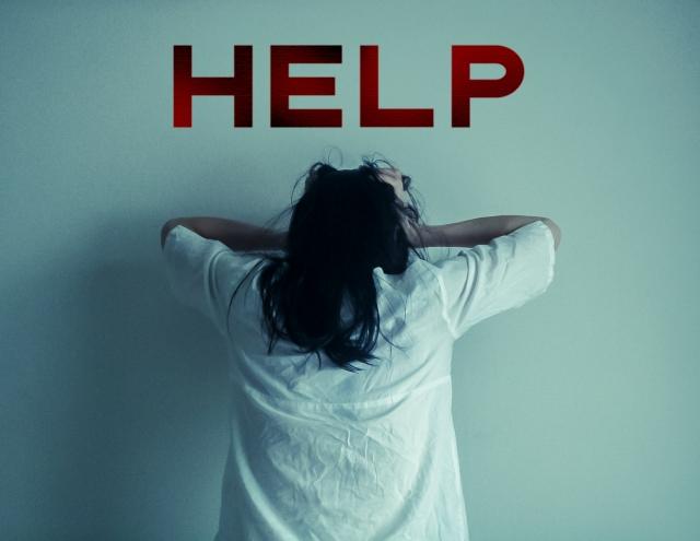 助けを求めている女性