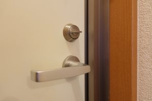 サムターン式のドア