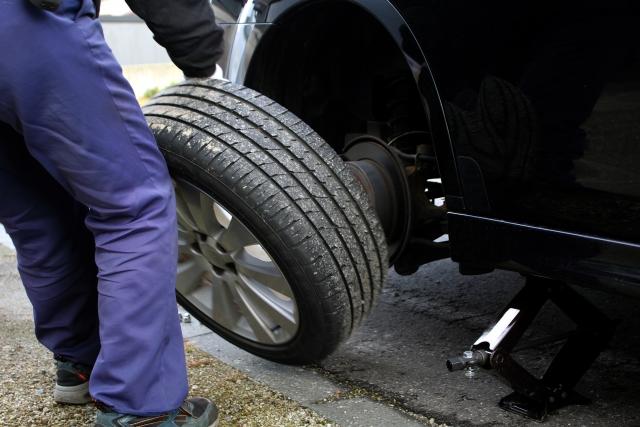 タイヤを外す画像
